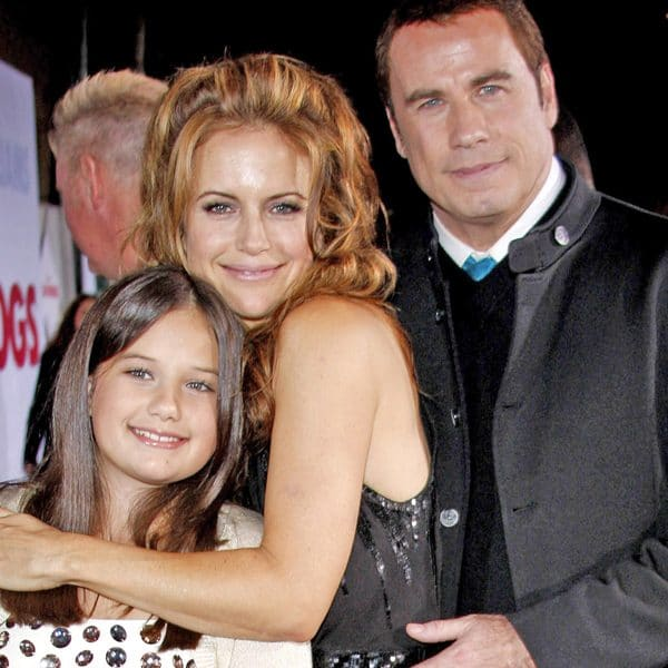 kelly preston and john travolta with daughter